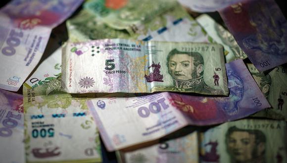 """Hoy el precio del """"dólar blue"""" retrocedía a 154 pesos en el mercado informal de Argentina. (Foto: EFE)"""