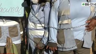 Trabajadoras de limpieza pública del Callao se encadenaron para exigir ser vacunadas contra la COVID-19