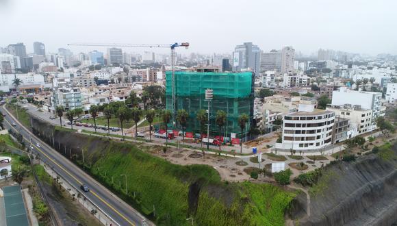 Proyecto Malecón 120 a la altura de la Bajada Marbella, en el distrito de Magdalena del Mar. Según el IGP, en esta zona se han encontrado filtraciones de agua. Así se ve el acantilado en una toma desde el cielo. (Foto: Carlos Hidalgo/El Comercio)
