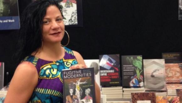 Jessica A. Krug   Profesora fingió por años ser afrodescendiente para beneficiarse profesionalmente en EE.UU.  Foto: Duke University Press/Twitter