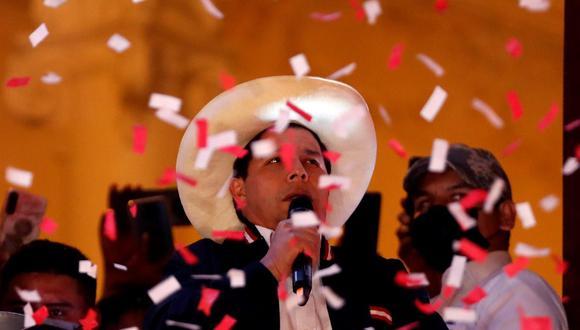 """""""Vale preguntarse también con qué equipo pretende el presidente electo Castillo alcanzar mejoras en salud y economía, como demanda la población"""". Foto: EFE / Paolo Aguilar."""