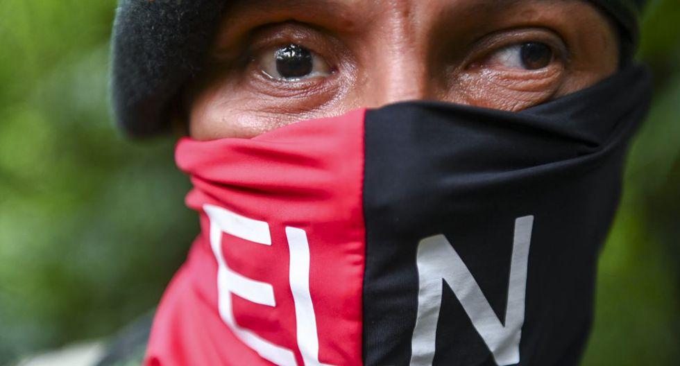 Un miembro del frente de Ernesto Che Guevara, perteneciente a las guerrillas del Ejército de Liberación Nacional (ELN), quien perdió la visión en su ojo derecho durante un combate con el ejército colombiano. (Foto: AFP)