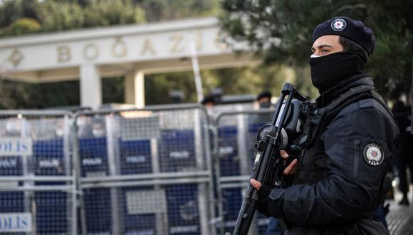 Policía turca montan guardia en Estambul, Turquía. (Foto referencial: Ozan KOSE / AFP)
