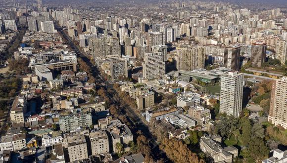 Santiago de Chile al inicio de una nueva cuarentena impuesta como medida contra la propagación del coronavirus. (MARTIN BERNETTI / AFP).