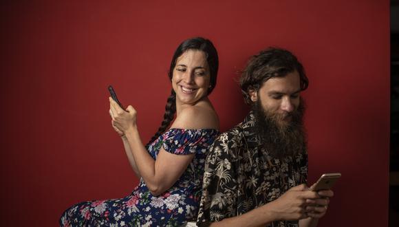 Oriana Cicconi (30) y Angelo Ocaña (31) se conocieron hace más de cinco años a través de Tinder. En este tiempo se enamoraron, se casaron, recorrieron más de 15 países y ahora tienen a Zoe, una niña de un año. FOTO: Elías Alfageme