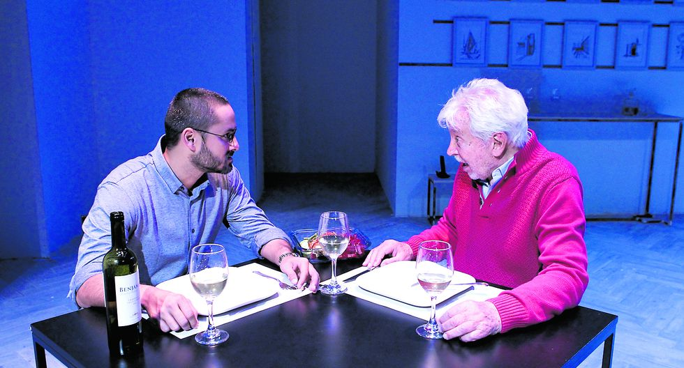 Rómulo Assereto y Osvaldo Cattone en tenso diálogo sobre la mesa. (Foto: Alessandro Currarino)