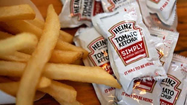 L'epidemia ha causato una carenza di ketchup aumentando la domanda di piatti pronti.  (Getty Images).