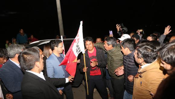 Cerrón salió del penal de Huamancaca, en  Huancayo, acompañado de simpatizantes de su agrupación política. (Foto: Jhefryn Sedano)