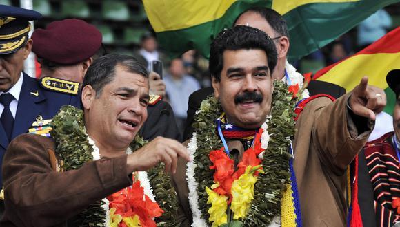 El entonces presidente de Ecuador, Rafael Correa, junto a su homólogo de Venezuela, Nicolás Maduro, el 14 de junio del 2014 en Bolivia. (AFP).
