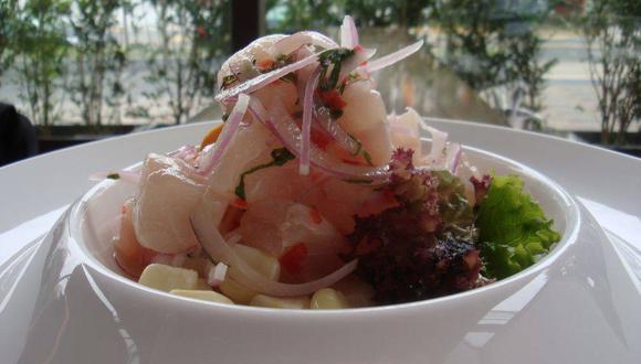 """""""Si en el Perú hubo desde hace mucho tiempo buena cocina, ella no podía llamarse """"gastronomía peruana"""", pues en realidad eran diversas cocinas regionales cada cual con su toque diferenciador. """""""