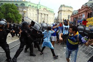 Familia de Maradona dio por terminado el velatorio tras el descontrol en la Casa Rosada
