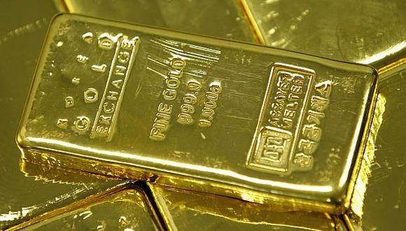 El oro es muy sensible al alza de las tasas, que eleva el costo de oportunidad de tener lingotes, que no devengan intereses. (Foto: Reuters)