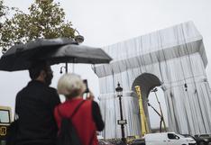 Francia: ¿Por qué París cubre con una gran tela su Arco del Triunfo?