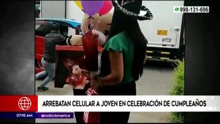 SJL: delincuentes arrebatan celular a joven en plena celebración de cumpleaños
