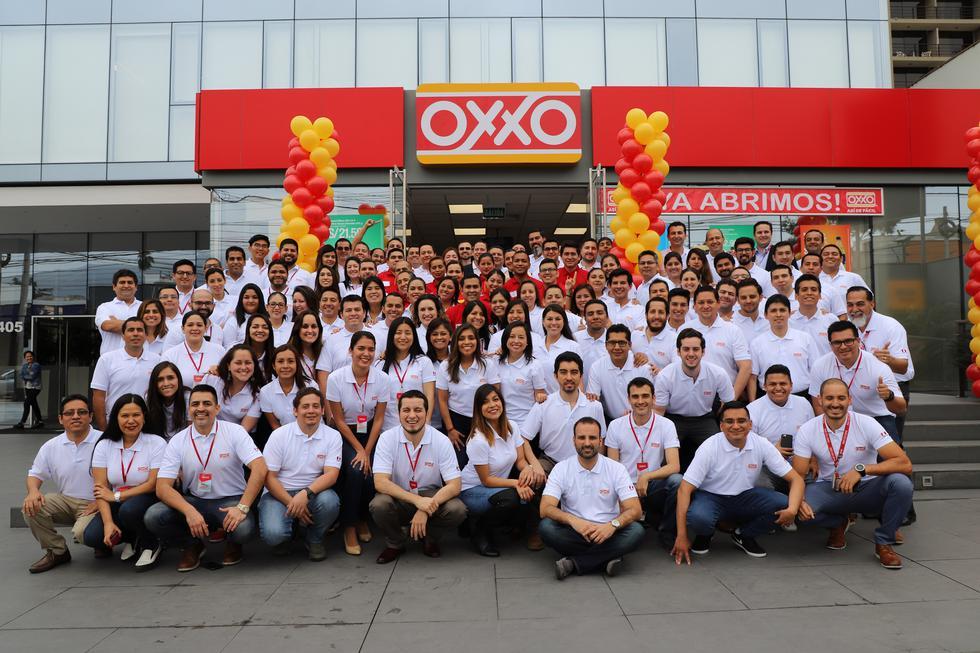 La cadena mexicana de tiendas Oxxo abrió su primera tienda en Perú, en el distrito de Santiago de Surco, en línea con la estrategia de crecimiento internacional de la compañía en este formato.