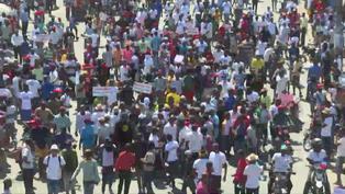 En Haití miles de manifestantes denuncian peligro de una nueva dictadura