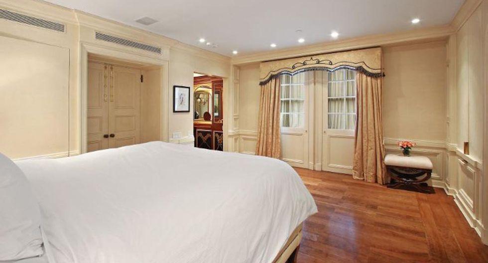 Las habitaciones de visitas lucen también un estilo clásico, con las paredes revestidas de blanco.  (Foto: The Corcoran Group)