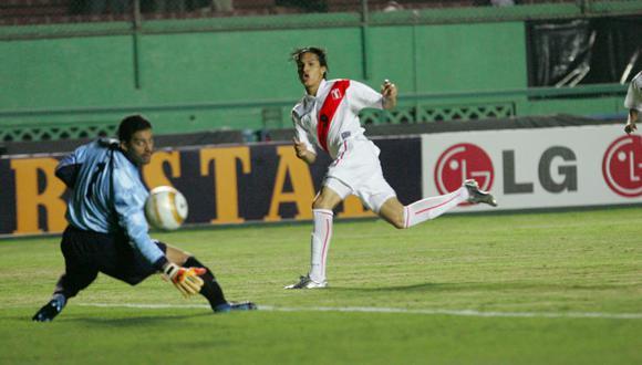 Paolo Guerrero le anotó a Ecuador a los 40 segundos en el 2005. (Foto: Archivo GEC).