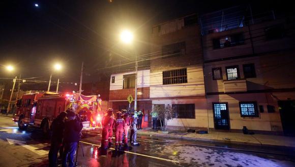 La Policía Nacional maneja la hipótesis que el siniestro se habría producido por una vela encendida. (Foto: Cesar Grados / @photo.gec)