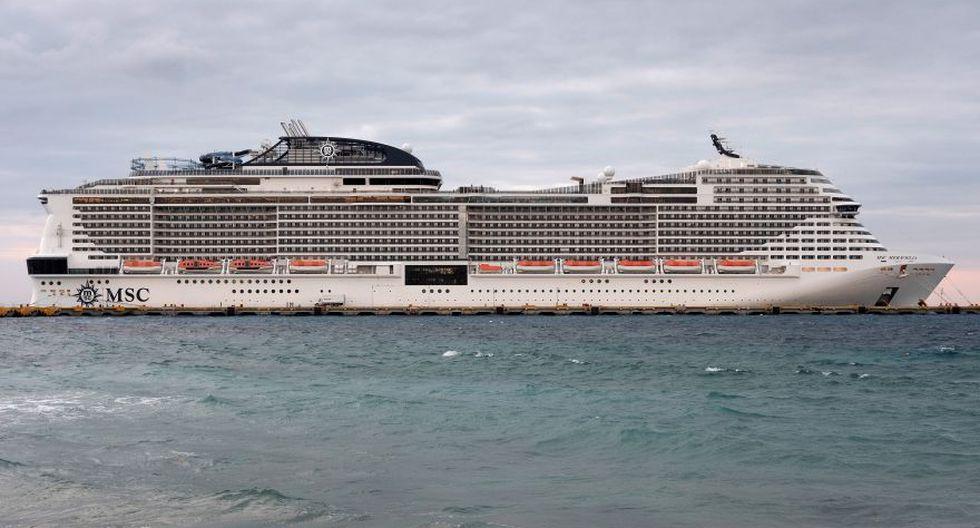 El crucero MSC Meraviglia está atracado en un muelle en Punta Langosta después de que dos puertos del Caribe negaron la entrada del barco debido a temores, luego refutados, de que un miembro de la tripulación estaba infectado con el coronavirus, en Cozumel, México. (Foto: Reuters).