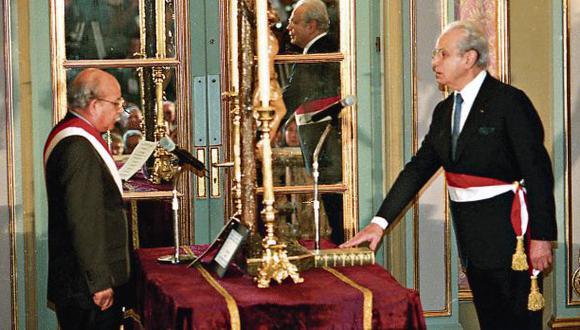 Tras la caída del régimen de Alberto Fujimori, Pérez de Cuéllar fue convocado como primer ministro del gobierno de transición que presidió Valentín Paniagua. (Foto: Dante Piaggio/ Archivo GEC)