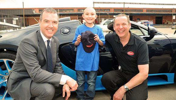 Niño con leucemia cumple sueño de subirse a un Bugatti Veyron