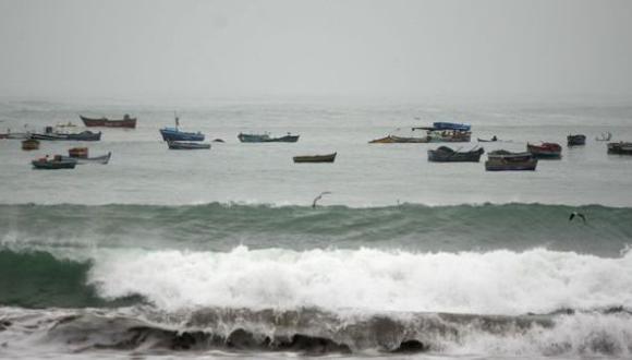 Oleaje anómalo obligó a cerrar puertos de Mollendo y Atico