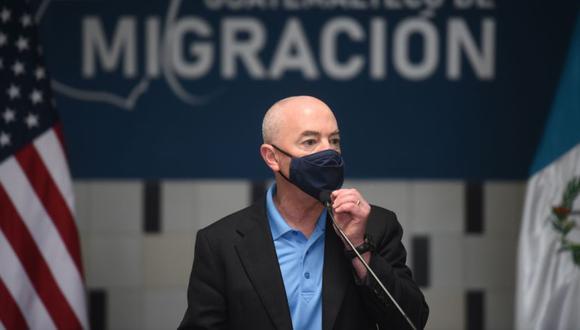 El Secretario de Seguridad Nacional de Estados Unidos, Alejandro Mayorkas, durante la inauguración de un centro de atención para retornados, en Ciudad de Guatemala (Guatemala). (Foto: EFE/ Edwin Bercián).