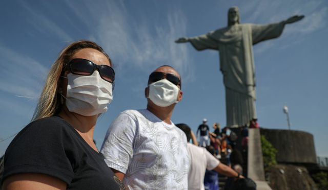 Los principales puntos turísticos de Río de Janeiro, entre ellos el icónico Cristo Redentor, reabrieron sus puertas al público en quincena de agosto, tras cinco meses cerrados por la pandemia. (Foto: Fabio Motta / AFP)