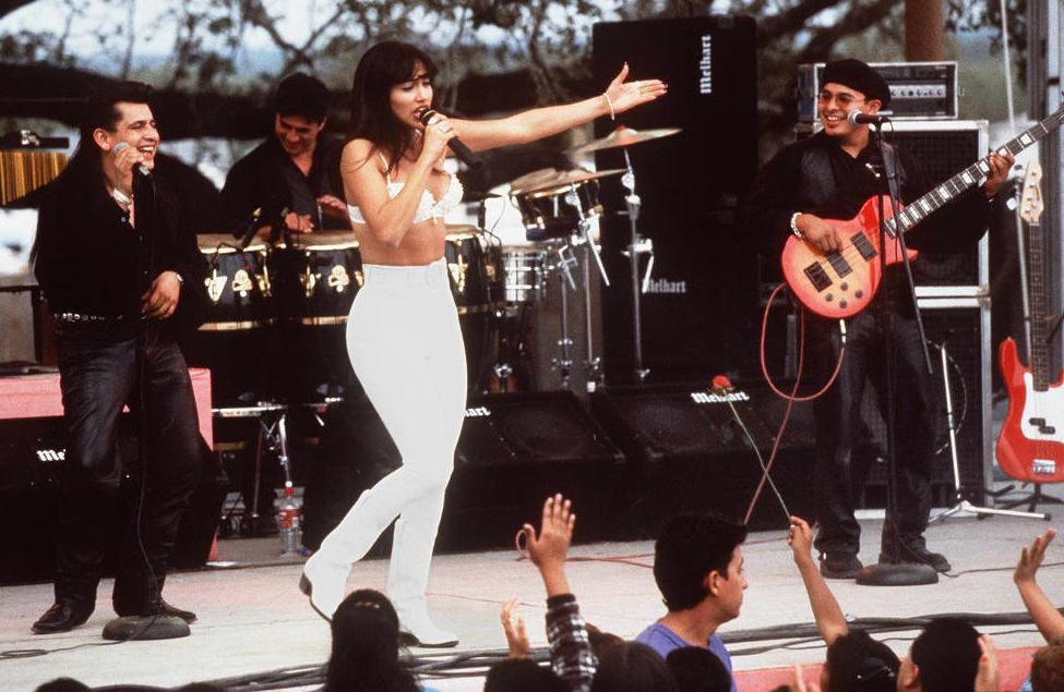 """Jennifer López en """"Selena"""" (1997), película que la catapultó a la fama. (Foto: RICCO TORRES / AFP)"""