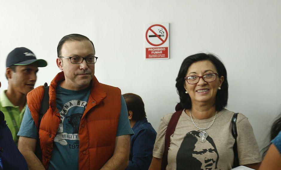 Los asesores de Fuerza Popular, Ana Verz y Pier Figari, confirmaron que siguen siendo parte del partido de Keiko Fujimori. (Foto: USI)