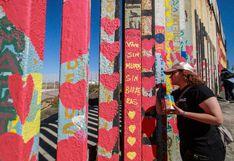 Vuelven a pintar corazones en muro fronterizo entre México y Estados Unidos
