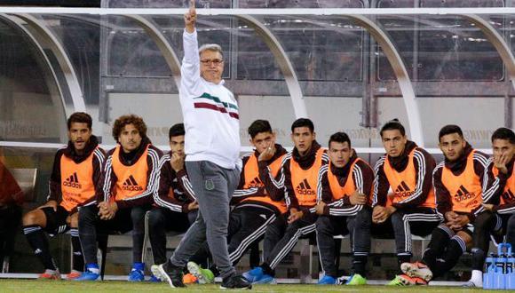 Geraro Martino en el bando de la selección mexicana. (Foto: AFP)