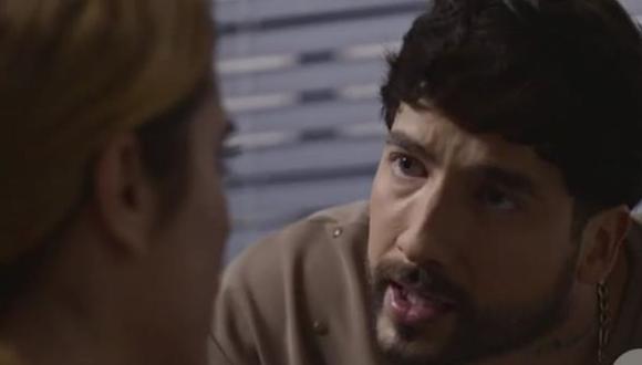 El último intento de Charly para convencerla será decirle cuánto la ama. Su confesión termina en un gran beso, pero no durará mucho (Foto: Netflix)