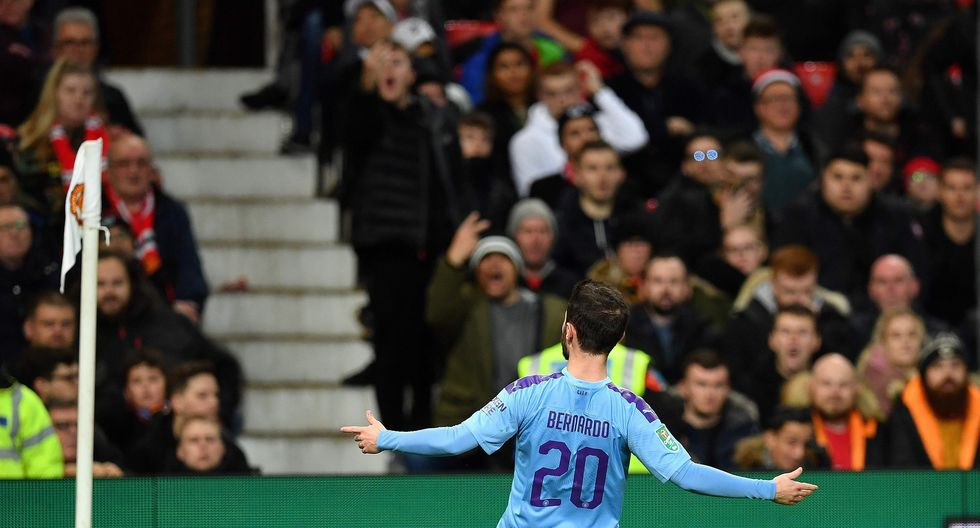 Manchester United vs. Manchester City: las mejores imágenes del derbi por la Copa de la Liga inglesa. (Foto: AFP / Paul ELLIS)
