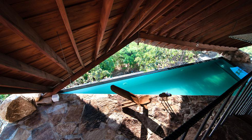 """¿Te imaginas descansar dentro de una estructura que se acopla a la perfección con el entorno natural? Este proyecto denominado """"La Carpa"""" se ubica frente al cauce de un río en Vietnam y ofrece la posibilidad de estar en c"""