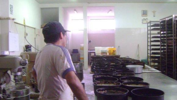 Decomisan 120 panetones preparados en condiciones insalubres
