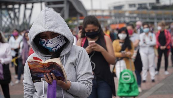 A la fecha, el gobierno colombiano entregó a cerca de 1,5 millones de personas, lo que corresponde al primer grupo de beneficiario (Foto: Nathalia Angarita/Bloomberg).