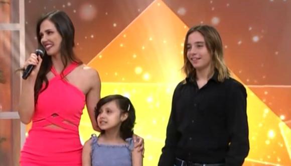 La pequeña Alisson López se mostró muy emocionada de reencontrarse con el actor Izan Llunas en set de televisión. (Captura de pantalla)