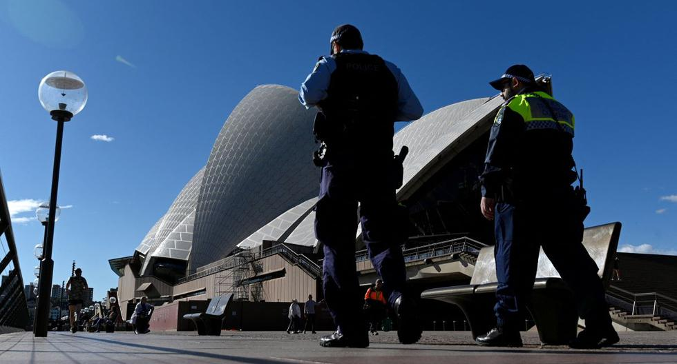 Australia tightens social restrictions amid increased coronavirus infections in Sydney