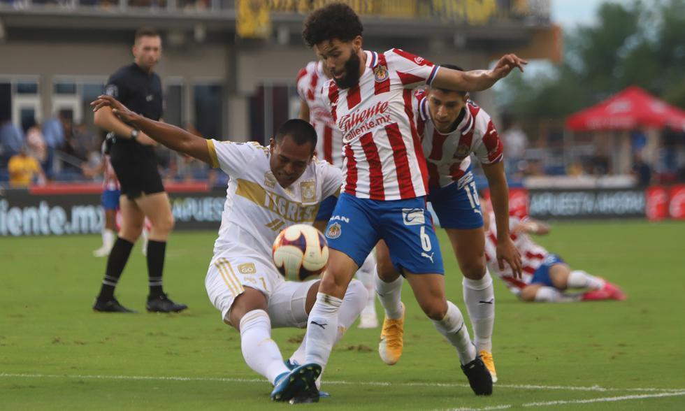 Chivas chocó ante Tigres en un amistoso FIFA disputado en los Estados Unidos.   Foto: Chivas