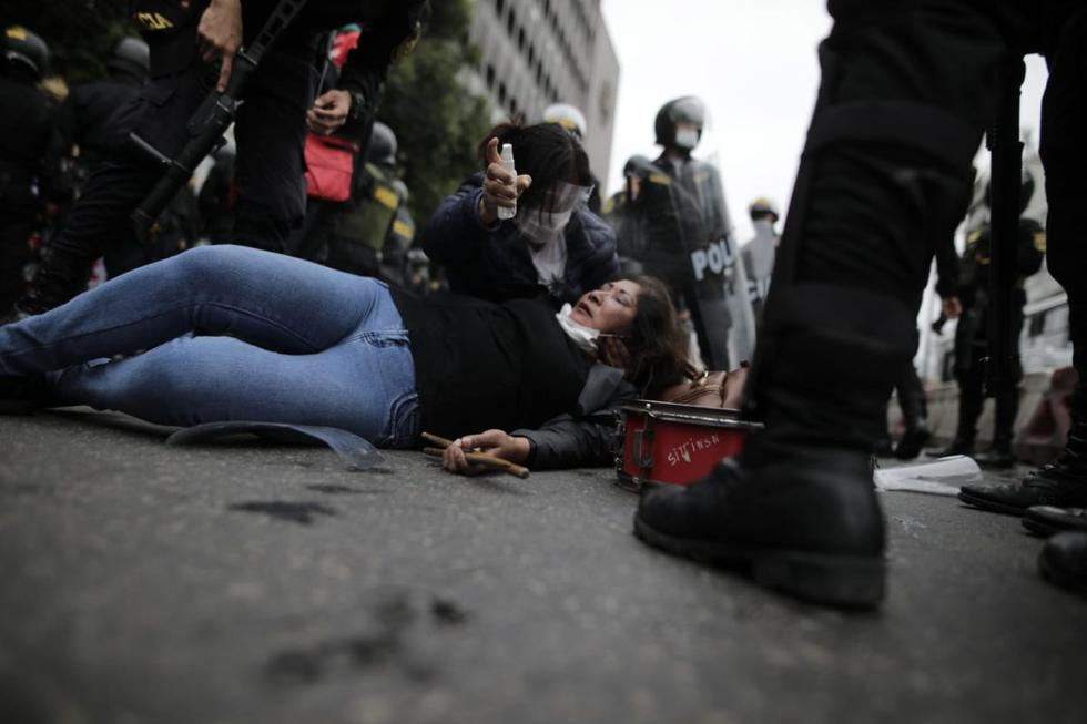 En medio de la pandemia del coronavirus (COVID-19), varios grupos de trabajadores del sector salud se concentraron en la avenida Abancay, Cercado de Lima, para protestar. (Foto : Anthony Niño de Guzman / @photo.gec)