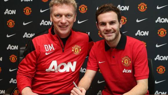 Juan Mata firmó por Manchester United a cambio de 45 millones