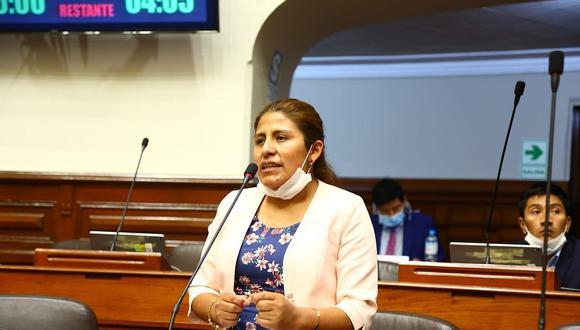 Yéssica Apaza, congresista de UPP, dio positivo para coronavirus en Puno. (Foto: Facebook)