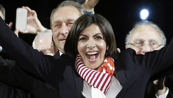 Francia: Anne Hidalgo es la primera alcaldesa de París