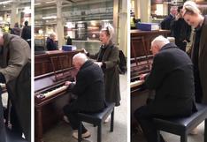 Longevo pianista hace una conmovedora interpretación de 'Somewhere Over the Rainbow' en una estación de trenes