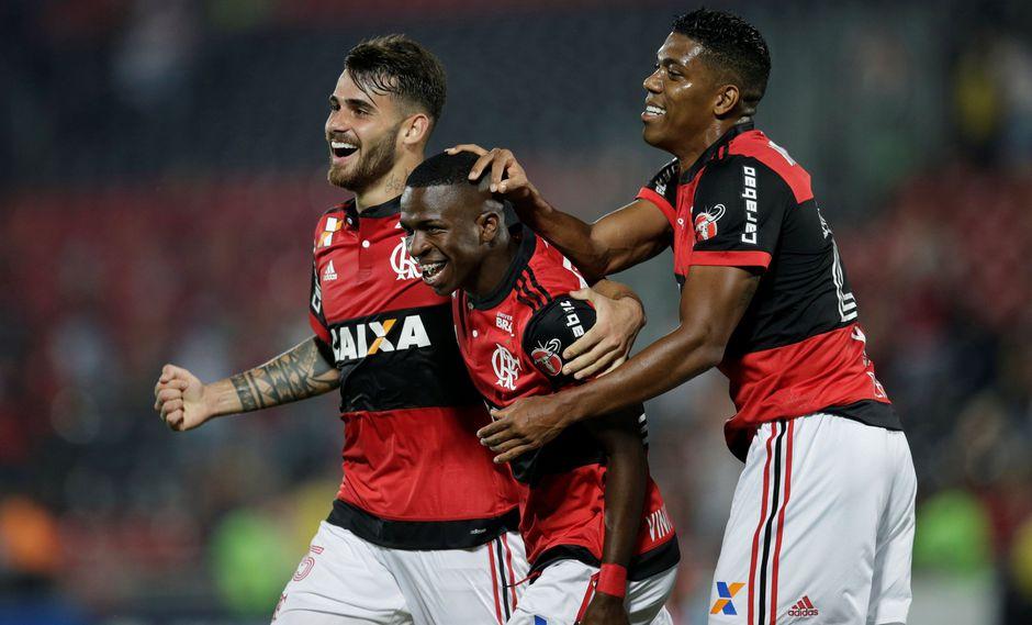 Reinaldo Rueda tendrá su primera prueba de fuego esta noche (07:45 p.m.) con Flamengo. El rival será Botafogo en el estadio Nilton Santos. El peruano Miguel Trauco fue convocado. Foto: Reuters