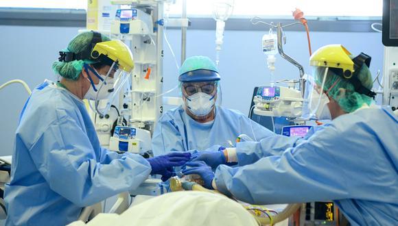 Coronavirus | Scott Miller | El hombre con covid-19 que se despertó de coma para enterarse que la pandemia había matado a su familia. Foto referencial: AFP / Piero CRUCIATTI
