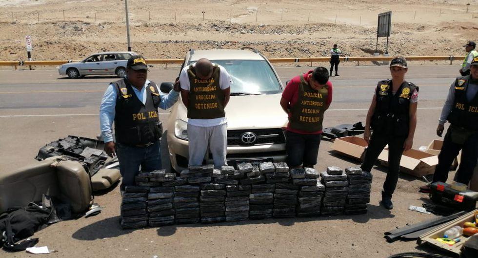 La Policía Nacional interceptó un vehículo donde se ocultaban 95 paquetes de marihuana. (Foto: GEC)