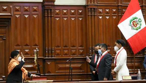 Martha Moyano juró junto al resto de los 130 congresistas esta mañana. (Foto: Congreso)